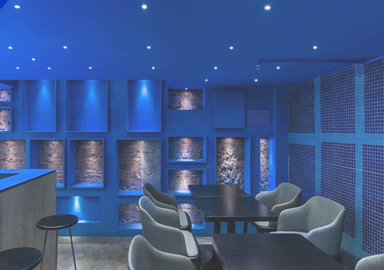 استفاده از نور مخفی آبی در لایه تزئینی